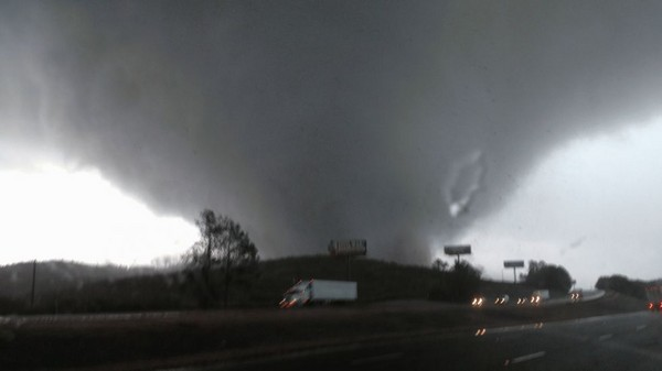 """Georgia and Tennessee hit by deadly tornado"""