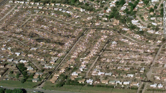 """Tornado in Moore, Oklahoma (photo credit by CNN)"""